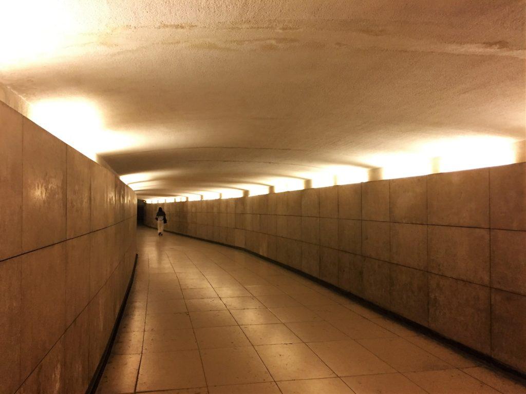 凱旋門への専用の地下通路